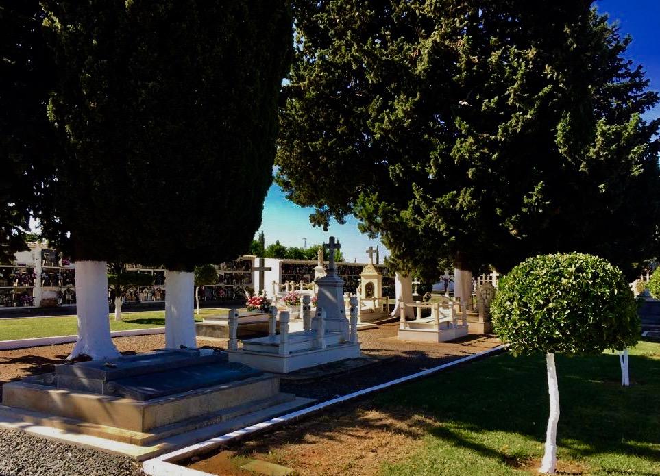 ¿Cómo superar la muerte de un ser querido? Cementerio de Fuente Palmera (Córdoba-España) Autor: Tomás Quirosa Moreno